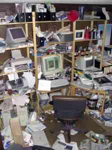 messy_desk_