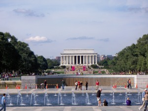 WW2 Memorial with Lincoln in distance