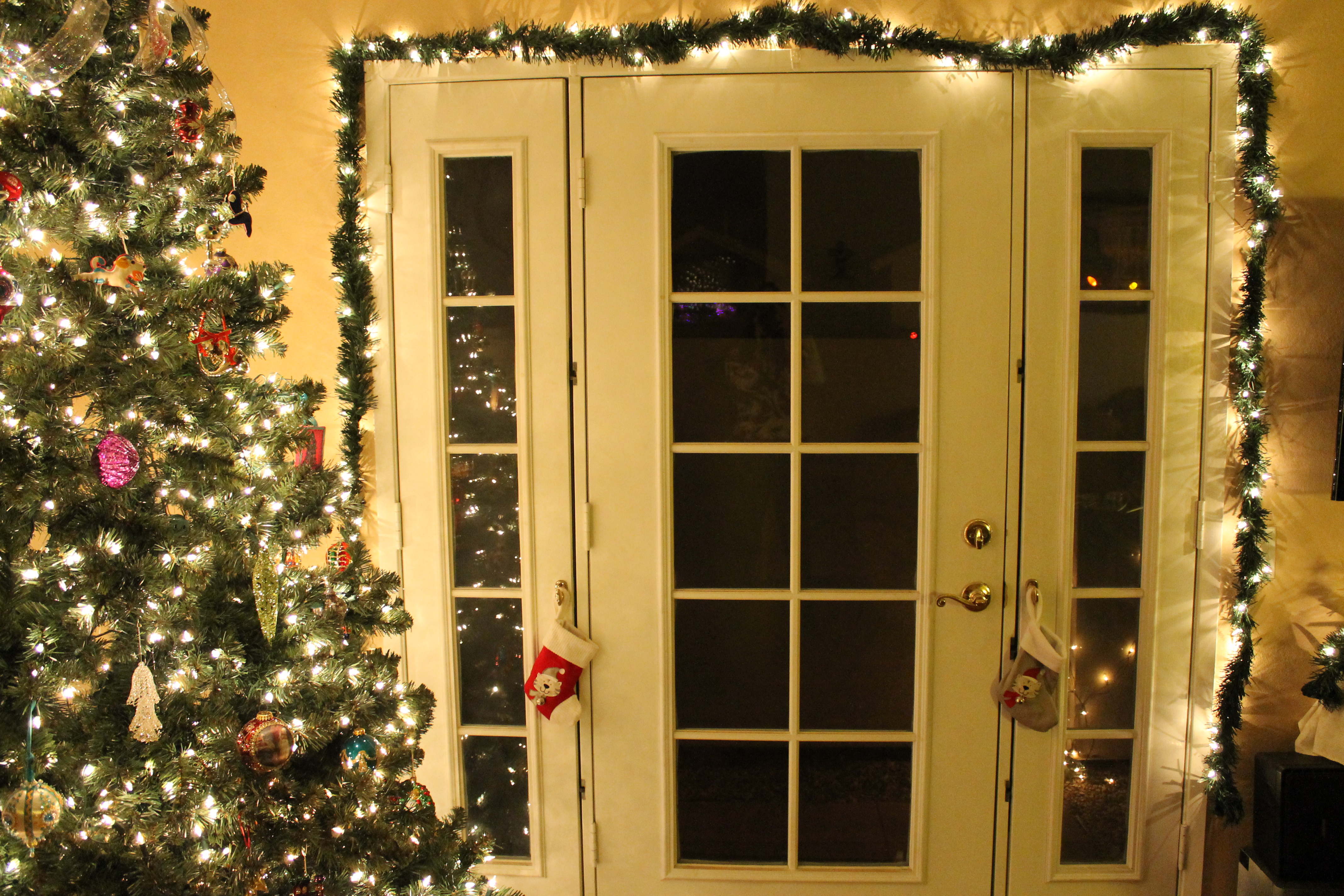Indoor christmas decorations 2011 trees flowers birds Indoor decoration ideas
