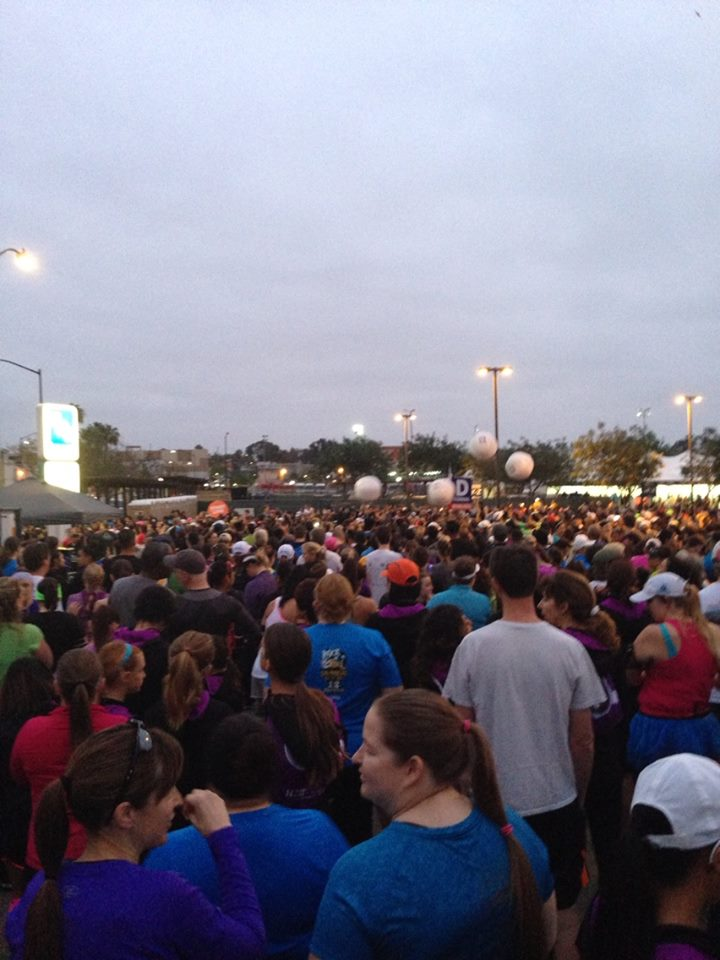 The absolutely packed start. Those are marshmallow shaped bouncy balls up ahead. Get it? Hot Chocolate - Marshmallows? Hah!